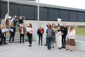 Introguiderne står klar til at tage imod de nye elever