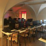 Her er skolens IT-laboratorium som bruges hvis eleverne skal lave noget på computer.