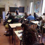Et blik op igennem et klasselokale - læg mærke til at der ingen computere er men papir og blyant